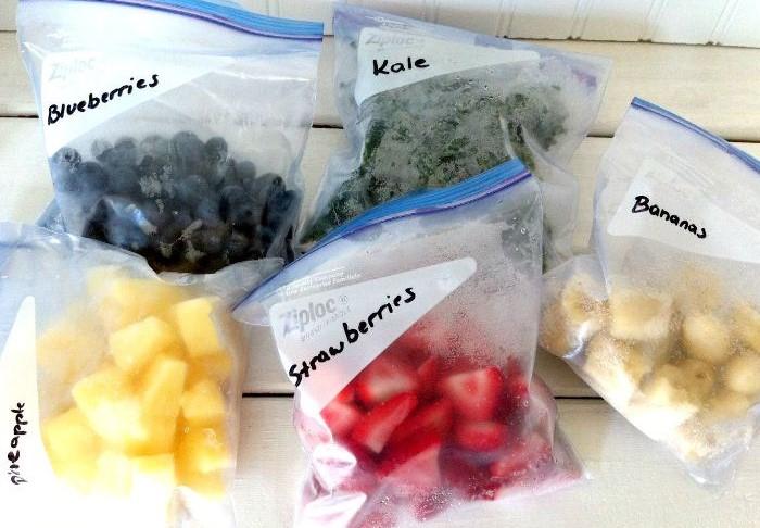 Обязательно клейте на пакеты и контейнеры стикеры с указанием плодов, датой заморозки и весом / Фото: vosadu-li-vogorode.ru