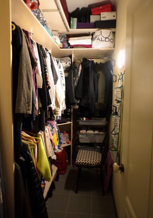 Хорошее освещение и вентиляция - главное для гардеробной / Фото: ideas.homechart.ru