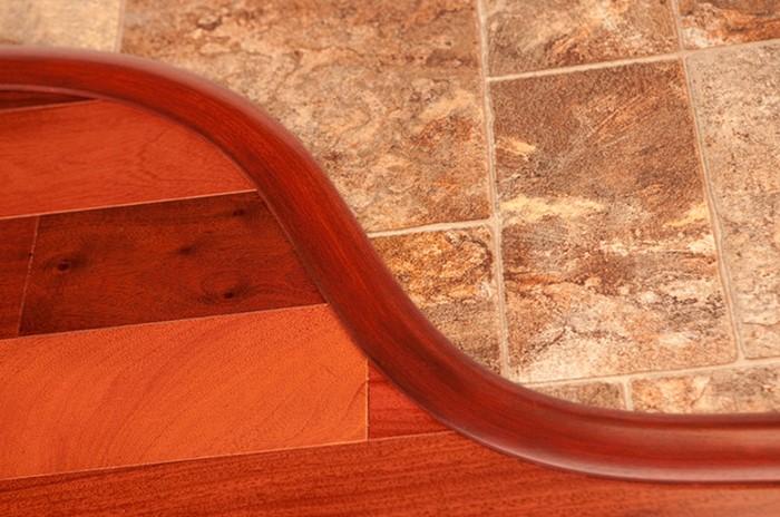 ПВХ-профиль подходит для изогнутых или ломаных стыков с небольшим радиусом изгиба / Фото: profistroy.kr.ua