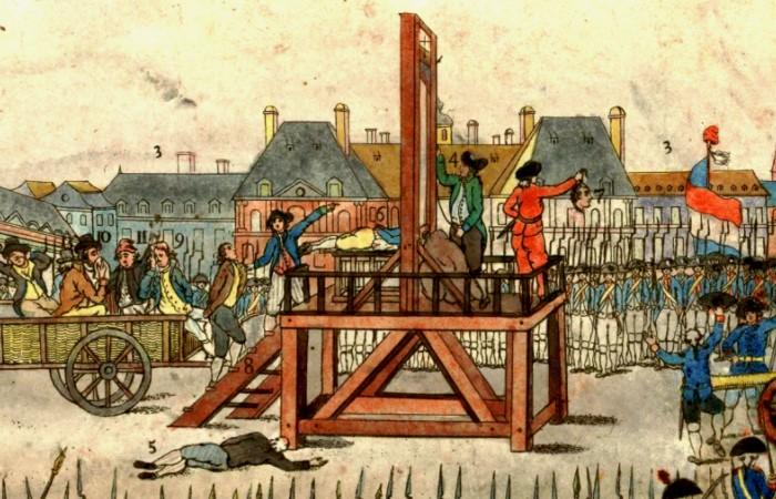 Гильотина, которая появилась во времена Французской революции, затмила все предыдущие устройства