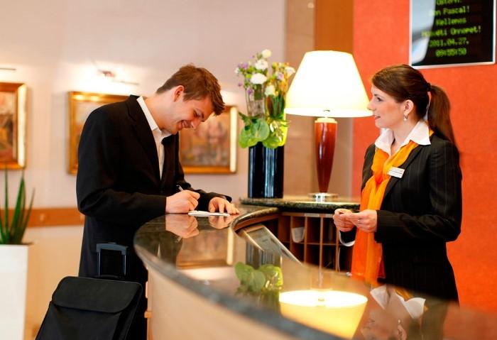 Внимательно читайте правила отеля, чтобы не попасть в неприятную ситуацию / Фото: st2.myideasoft.com