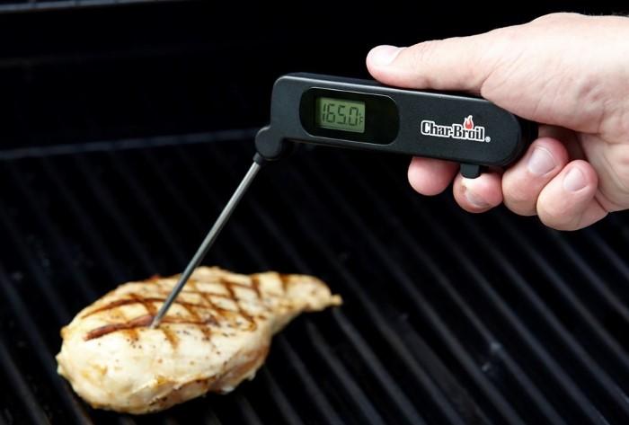 Специальный прибор поможет приготовить мясо подходящей прожарки / Фото: av-kamin.com.ua