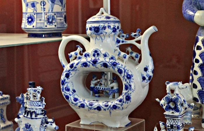 На изделиях изображают сюжеты бытовой жизни / Фото: cdn.fishki.net