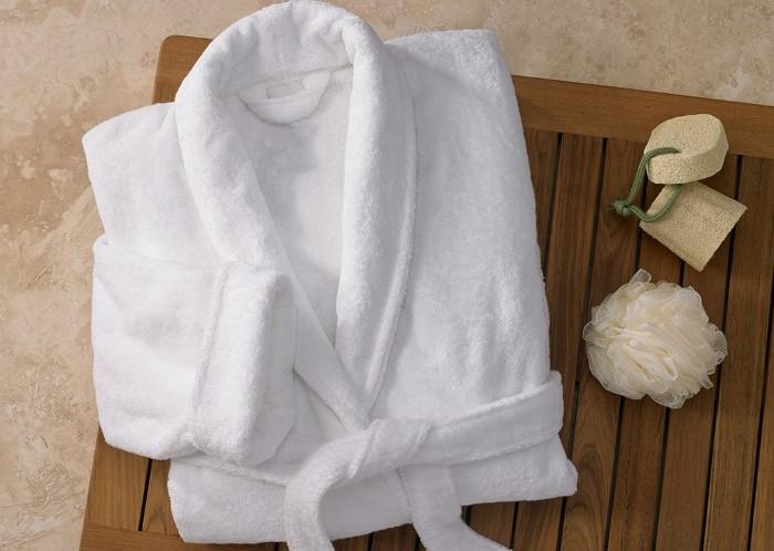 Каким бы удобным не был халат, его придется оставить в отеле / Фото: st2.myideasoft.com