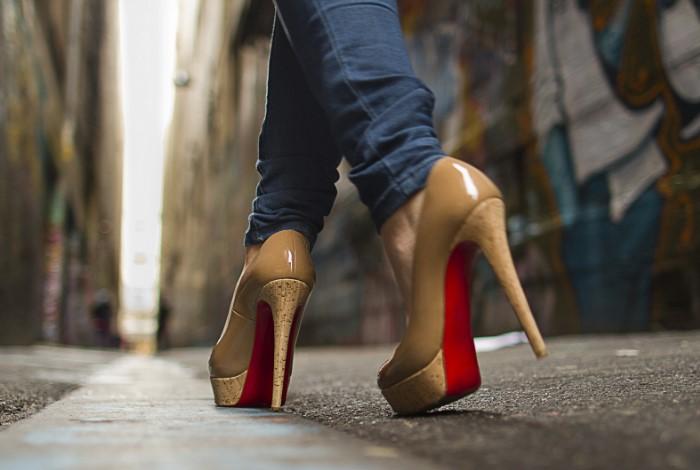 Нередко ходьба может сопровождаться звуковым сопровождением / Фото: img2.goodfon.ru