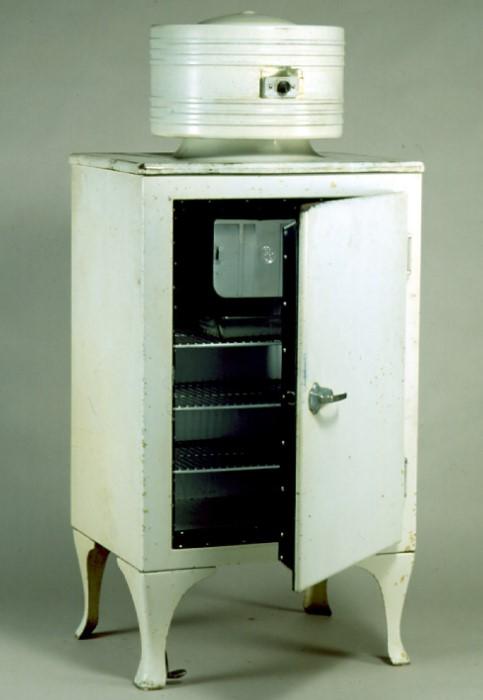 Первый массовый холодильник Monitor Top от компании General Electric / Фото: collections.museumsvictoria.com.au
