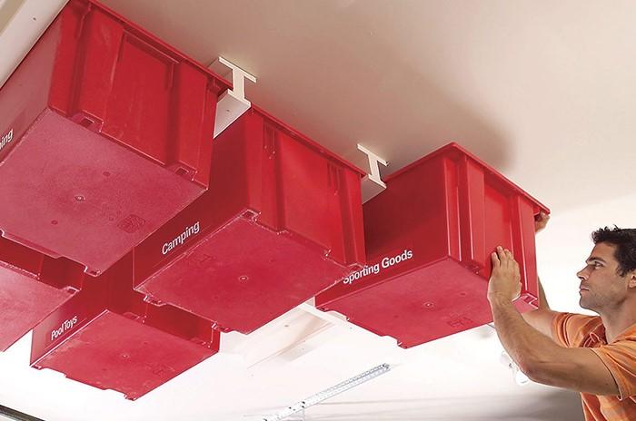 Удобная система хранения для детских игрушек в подвесных корзинах или предметов разного веса в гараже или подвале / Фото: lappstructures.com