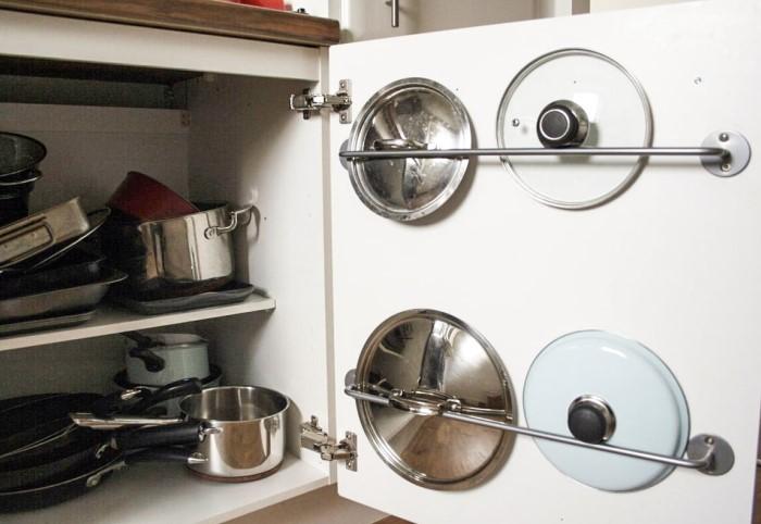 Крышки не займут много места, если функционально использовать каждый сантиметр кухни