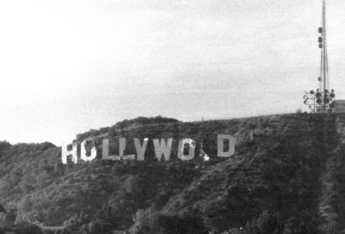 В 1978 году достопримечательность пришла в такое ужасное состояние, что «Hollywood» превратился в «HuLLYWO D» / Фото: ru.wikipedia.org