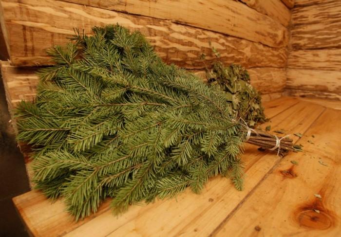 Банька с хвойным веником - то, что нужно после новогодних праздников / Фото: for-skin.ru