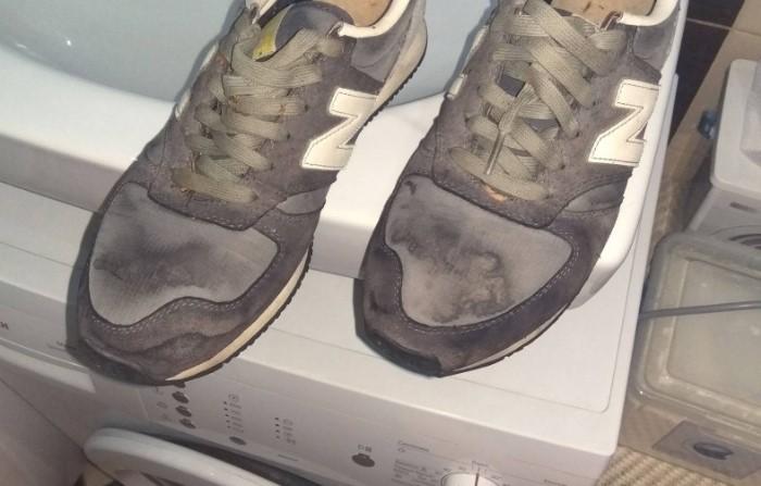 После неправильной стирки кроссовки могут испортиться / Фото: sdelai-lestnicu.ru