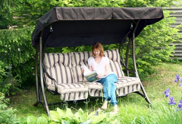 В перерывах между агрофитнесом можно еще и подремать на качающейся качели или в гамаке, наслаждаясь потоками свежего ветерка / Фото: ethnoshop.com.ua