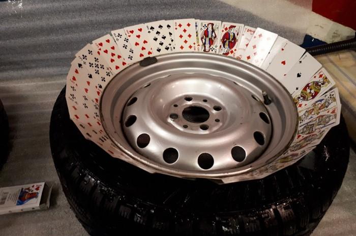 Для ремонта автомобиля могут пригодиться очень неожиданные вещи.