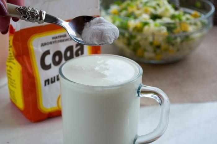 Помимо кисломолочных продуктов также можно использовать творог / Фото: recept-menu.ru