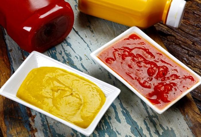 Просрочка - не повод выбрасывать горчицу и кетчуп / Фото: pbs.twimg.com