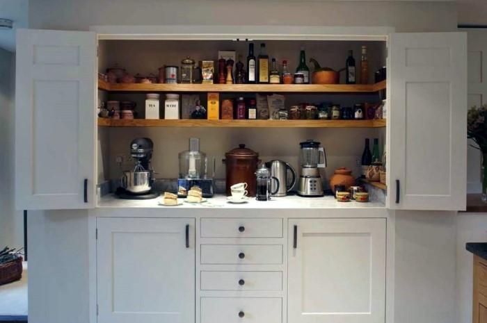 Наводить прядок в запасах бакалеи можно чуть реже, чем в холодильнике / Фото: dekor.expert