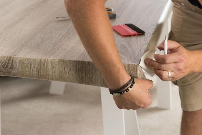 При грамотном использовании самоклейка поможет изменить внешний вид мебели в лучшую сторону / Фото: static-sl.insales.ru
