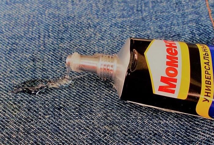 Не бойтесь использовать клей, ведь его можно легко удалить