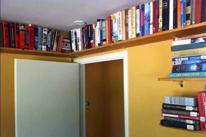 Панели можно разместить вдоль свободной стены или по всему периметру комнаты / Фото: remont.boltai.com