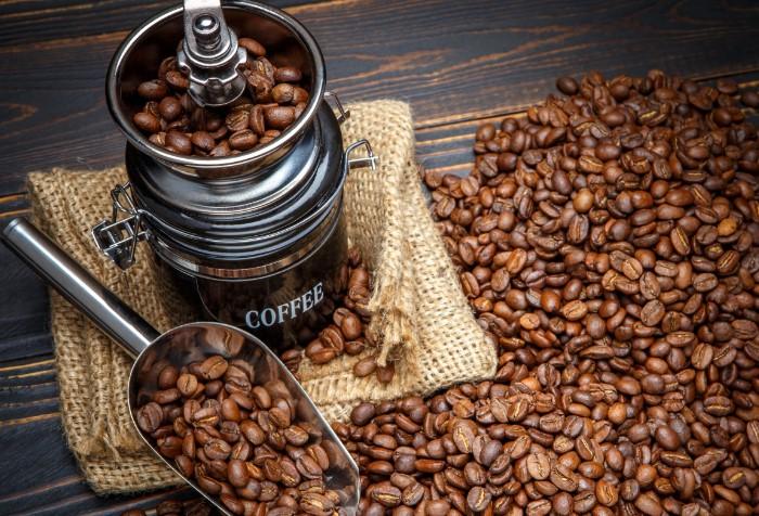 Кофе нейтрализует неприятные запахи / Фото: on-desktop.com