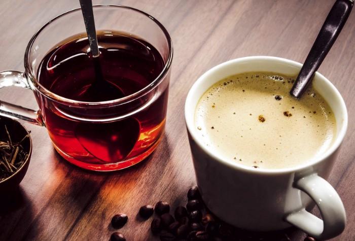 Кофеиносодержащие напитки обладают мочегонным эффектом / Фото: pbs.twimg.com