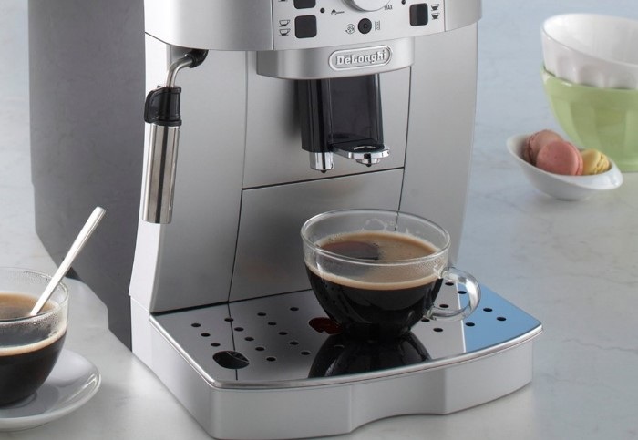 В некоторых моделях кофемашин есть специальные индикаторы, напоминающие об очистке / Фото: satysfakcja.stati.pl
