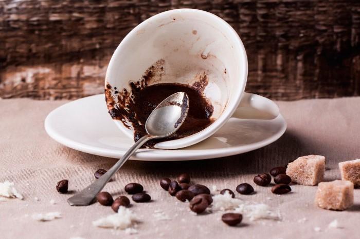 Кофейная гуща схожа по структуре с песком / Фото: luxury-house.org