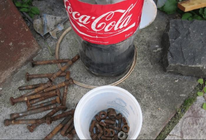 Залейте напитком любой проржавевший элемент, выдержите пару суток и радуйтесь результату / Фото: rudorogi.ru