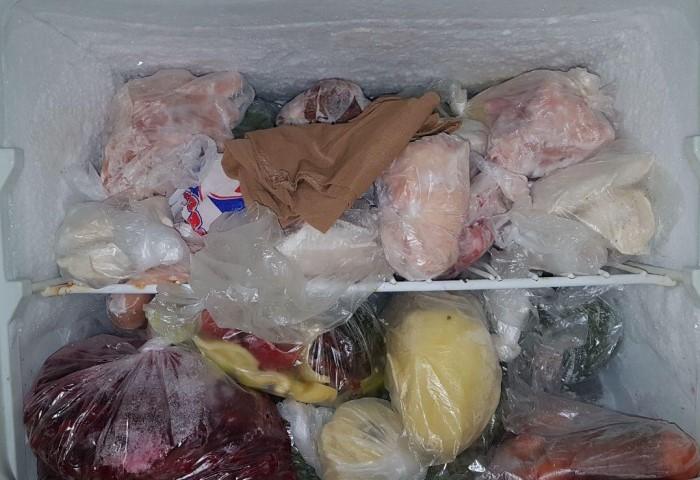В морозилке можно хранить не только замороженные продукты, но и колготки, например