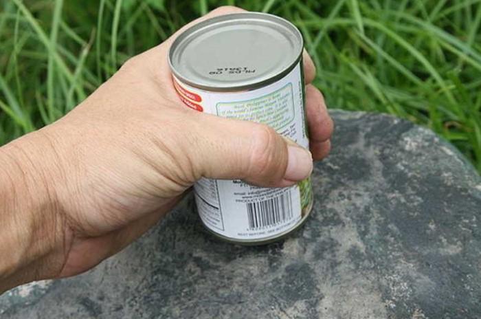 Чем шершавее поверхность, тем лучше - так металлический лист скорее протрется / Фото: pastel-home.ru