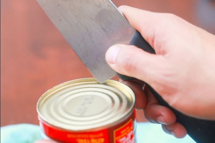 При работе с шеф-ножом используйте самый широкий участок лезвия, а не острие / Фото: msva.su