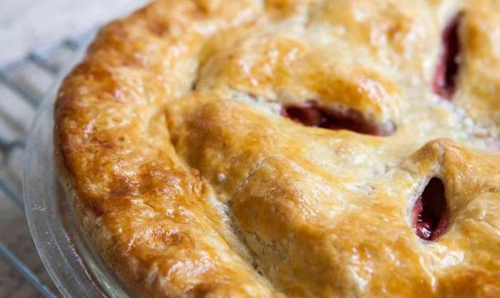 Добавьте в тесто немного ледяной водки и получится хрустящая корочка / Фото: interestinganswers.com