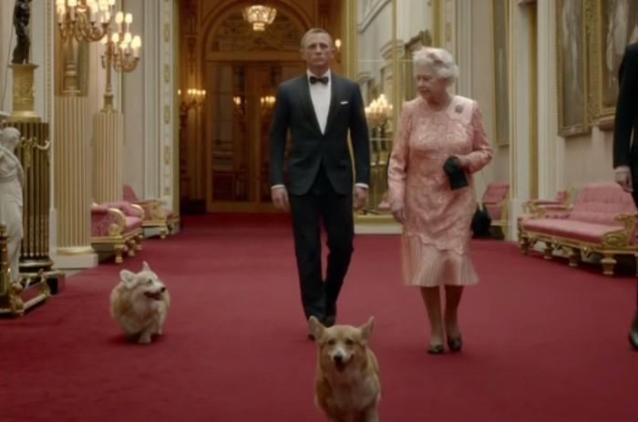 По сюжету агент 007 сопровождает королеву на церемонию открытия Олимпийских игр / Фото: thesun.co.uk