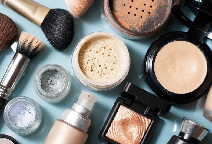 Если знать небольшие секреты, то даже летом макияж не «расплавится»