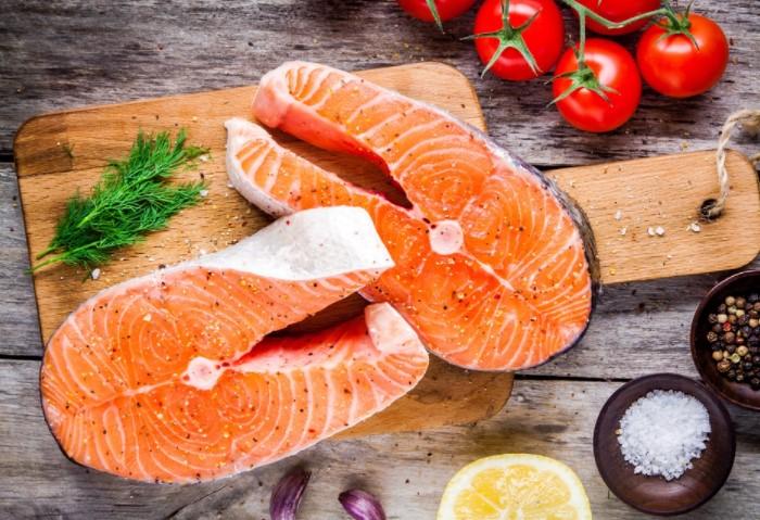 Красная рыба - прекрасный диетический продукт, содержащий массу полезных веществ и жирные кислоты омега-3 / Фото: img.povar.ru