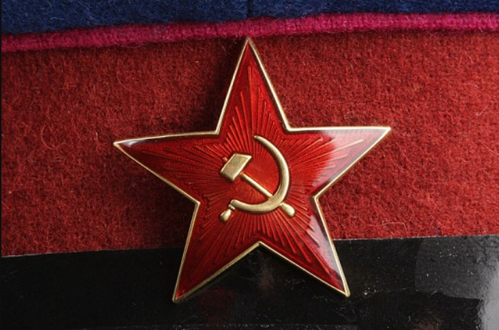 На эмблеме Вооруженных Сил СССР в центре Красной звезды изображались золотые серп и молот / Фото: antikvariat.ru