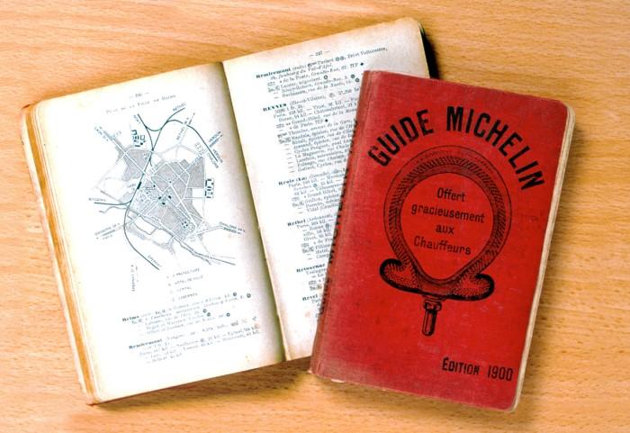 Первые путеводители были бесплатными, а затем их стали продавать за 7 франков / Фото: michelinfood.ru