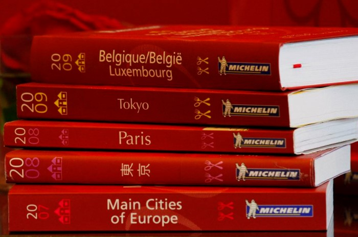 «Красный гид» выпускают больше сотни лет, однако за это время в него не вошел ни один ресторан из России / Фото: pbs.twimg.com
