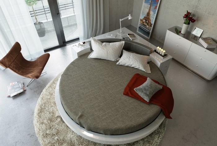 Круглая кровать в центре комнаты - не лучшее решение, поскольку круг символизирует вечное движение, а без опоры в виде стены кровать считается энергетически неустойчивой / Фото: static.orgpage.ru