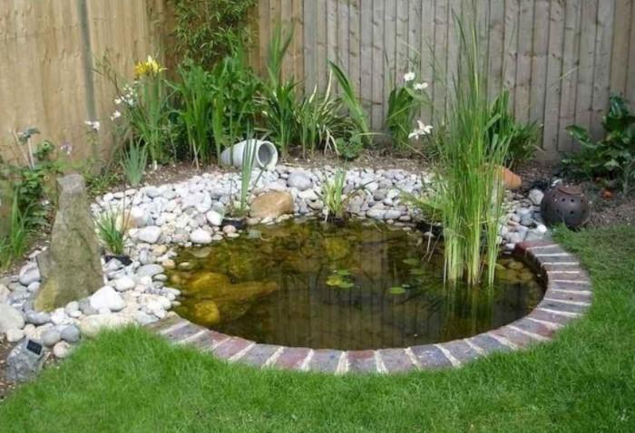 Отлично смотрится как один большой пруд, так и несколько маленьких водоемов / Фото: i.pinimg.com