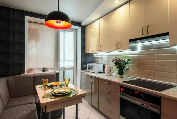 Прямые линии выглядят стильно во все времена, да и по функциональности они намного лучше фигурных моделей / Фото: kitchen-eco.ru