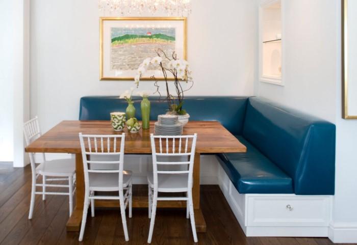 В светлой комнате, наоборот, диван может стать ярким акцентом / Фото: severdv.ru