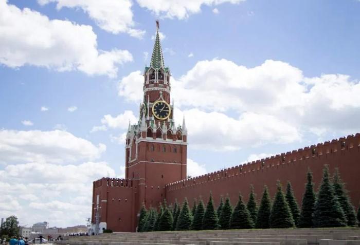 За историю существования Спасской башни было пять версий часов-курантов / Фото: i2.wp.com