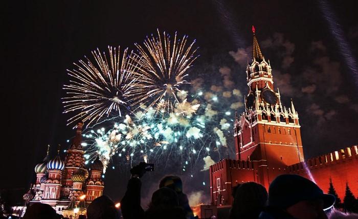 Кремлевские куранты оповещают о наступлении Нового года / Фото: pbs.twimg.com