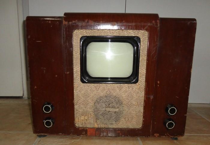 КВН-49 - первый телевизор, который начали массово производить в Советском Союзе / Фото: 342031.selcdn.ru