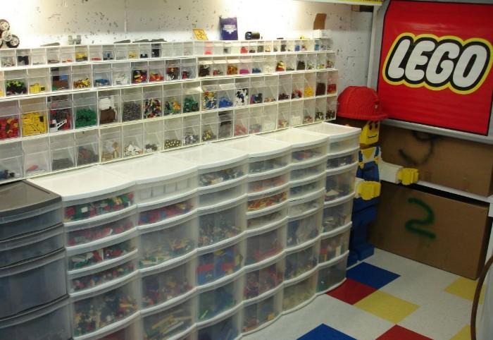 У LEGO есть хранилище, где находятся все экземпляры конструкторов, начиная с 1958 года / Фото: i.pinimg.com