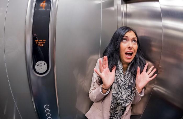 Не заходите в лифт с подозрительными личностями / Фото: sobitie.com.ua