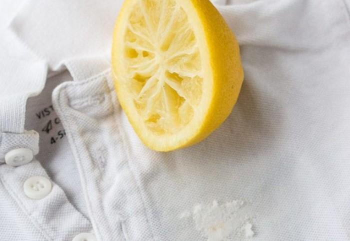 Подойдет свежевыжатый лимонный сок или раствор кислоты / Фото: poleznii-site.ru