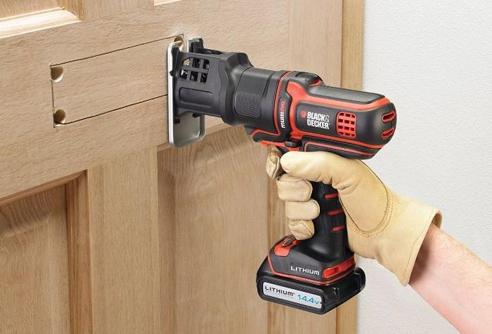 Любительский электролобзик подойдет для домашних работ / Фото: ozon-st.cdn.ngenix.net
