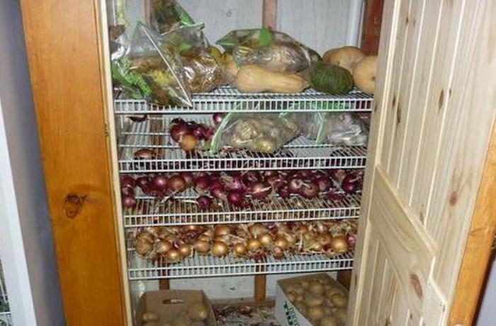 Кладовка - лучшее место для хранения лука в квартире / Фото: delanadache.ru